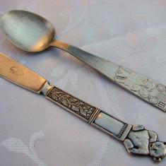 Superb set de lingurita si cutit decorate in basorelief (de botez) - Argint, Tacamuri