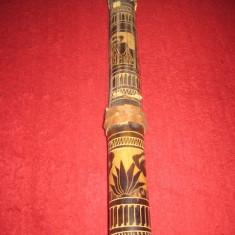 Instrument decorativ rustic din lemn sculptat, cu coarde, provenienta Africa