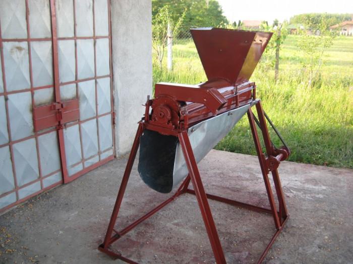 DESFACATOR DE  PORUMB foto mare