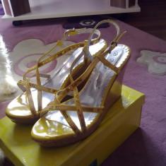 Sandale cu platforma,noi,marimea 38,comode,superbe!!!