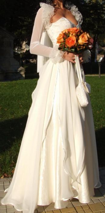 Vand rochie de mireasa facuta  la BIEN SAVVY