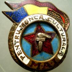 I.004 INSIGNA STICKPIN ROMANIA MAI PENTRU MUNCA CULTURALA 25/32mm, Romania de la 1950