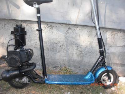 Trotineta cu motor pe benzina pentru adulti foto