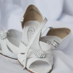 Pantofi de mireasa din piele lacuita - Pantof dama, Culoare: Alb, Marime: 35, Alb