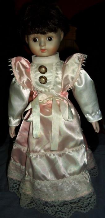 Papusa portelan / de colectie - imbracaminte originala