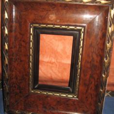 Frumoasa rama maronie veche in radacina de nuc cu borduri aurii. - Rama Tablou, Decupaj: Dreptunghiular, Material: Lemn