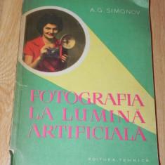 A G SIMONOV - FOTOGRAFIA LA LUMINA ARTIFICIALA carte foto - Carte Fotografie