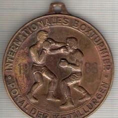 C04 Medalie Turneu International de Box -Cupa Metalurgistul -Germania(DDR)1983- marime circa 50x54 mm -greutate aprox. 61 gr-starea care se vede - Medalii Romania