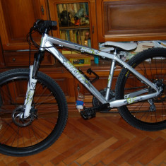 Vand bicicleta SCOTT de dirt si street - Mountain Bike Scott, 15 inch, MTB DJ-4X Hardtail, Discuri, Cu amortizor, Arc/elastomer