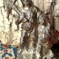 Compozitie: Statueta luptator cu arbaleta (Wilhelm Tell cu fiul). Metal gri, Anul: (1307 ) sub Crucea elvetiana si cap de bou, VEZI POZA 2-A!!!