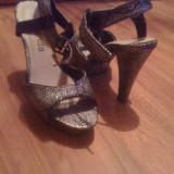 sandale cu imprimeu alb negru, nr.38, platforma de 2 cm