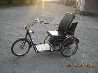 carucior handicap, tricicleta pe benzina foto
