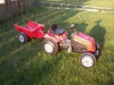 tractor cu pedale si remorca; ideal pentru copii pana in 5 ani foto