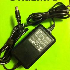 Alimentator Incarcator KINPO R1616 AC Adapter * 30V 400mA 12VA * (742)