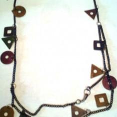 Colier lantisor cu cercuri, triunghiuri si patratele din metal nuanta mov - Colier fashion