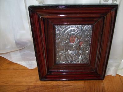 Icoana veche anul 1947  in  riza de metal argintat foto