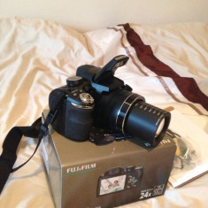 VAND Aparat foto digital Fujifilm S4240 NOU ! Garantie 2 ani ! - Aparat Foto compact Fujifilm, Bridge, 14 Mpx, Peste 20x, 3.0 inch
