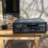 Radiocasetofon auto Kenwood cu fata detasabila.