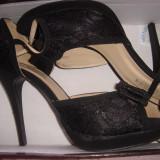pantofi dama,negri,cu toc,decupati,cu fundita,purtati o singura data