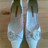 Pantofi din  piele firma Buffalo marimea 39, arata foarte bine!
