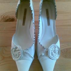Pantofi din piele firma Buffalo marimea 39, arata foarte bine! - Pantof dama Buffalo, Culoare: Alb, Alb, Cu toc