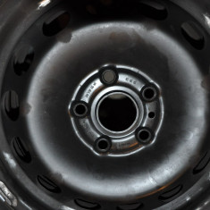 Jante originale VW si cauciucuri resapate aproape noi 205 55 R16 plus capace originale VW - Capace janta