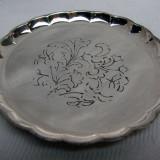 Patru farfurioare argintate gravate cu motive florale