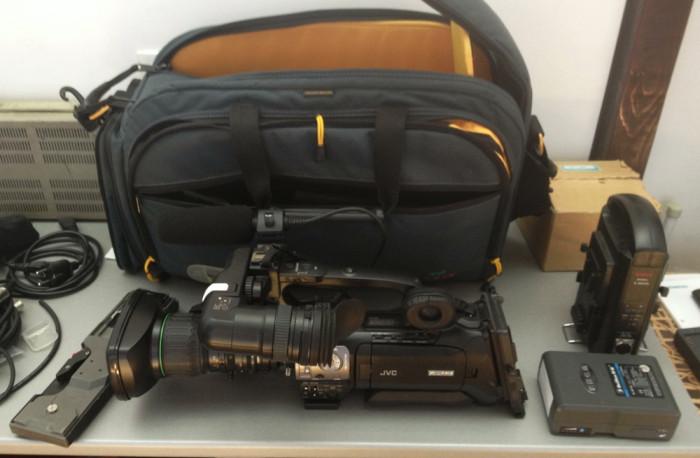 JVC GY-HM 700E CAMERA VIDEO PROFESIONALA cu 2 carduri SDHC foto mare