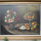 Fructe si vaza cu trandafiri . Natura statica, ulei pe panza, 95 x 75 cm - Pictor roman