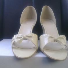 Sandale crem de mireasa din piele, noi, elegante, mar. 38