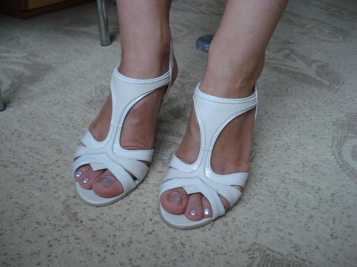 Sandale dama NOI marimea 35 MATHEO fete piele lacuita crem / interior piele naturala +++ Livrare gratuita !!! foto mare