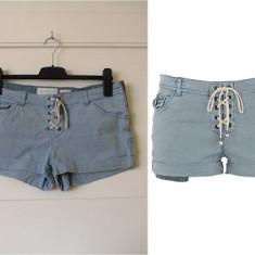OKAZIE! Pantaloni scurti / blugi dama marca RIVER ISLAND marimea 40, Culoare: Albastru