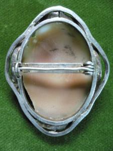 VECHE BROSA CAMEE DIN ARGINT - LUCRATA MANUAL - DIMENSIUNI 5 X 4 CM - GREUT 12 GRAME - MARCAJ SILVER STERLING