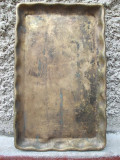 Cumpara ieftin AuX: Veche tava de colectie cu margini ondulate, realizata manual din alama!
