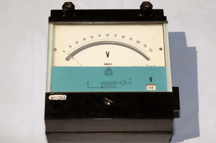 Voltmetru analogic  600V cc foto mare