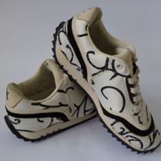 Vand adidasi femei Skechers FIVE BORO LO - Adidasi dama Skechers, Culoare: Crem, Marime: 36