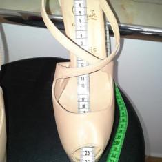 Pantofi Christian Louboutin . Pantofi Dama . Incaltaminte Dama - Pantof dama Christian Louboutin, Nude, Marime: 39.5, Cu toc