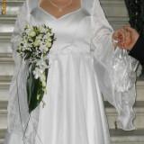 Rochie mireasa, cu maneca, alba, 44-46 - Rochie de mireasa printesa