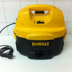 Aspirator DeWalt DC500 cu acumulatori si cu fir