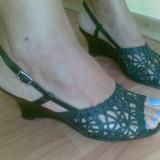 Sandale din piele cu platforma marimea 38,aproape noi,arata impecabil!