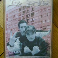Caseta audio La Familia - Nicaieri nu-i ca acasa 1998 hip hop rap Bucuresti Salajan Sisu Puya de colectie Cat Music tupeu de borfas baieti de cartier - Muzica Hip Hop