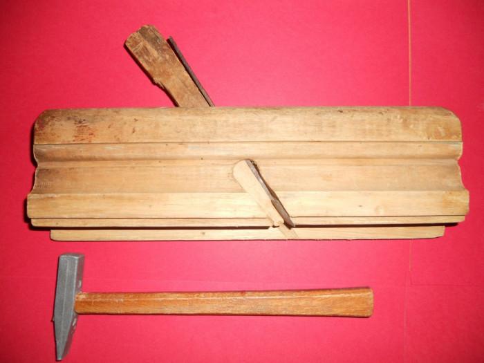 RINDEA si CIOCANEL.Unelte vechi pentru dulgher,dogar,tamplar pentru cioplire,restaurat rame trablouri,mobila. foto mare