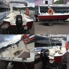 Vand barca capacitate 10 persoane, cu motor Mercury de 40 CP in 4 timpi, motor de rezerva Evrinrude de 6 CP si peridoc - Barca cu motor
