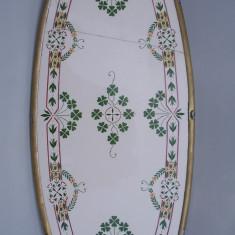 AuX: Interesant platou, tava, centru de masa confectionat din portelan cu margini si picioruse din alama, modele cu trifoi, are marcaj cu anul 1766?!, Altul