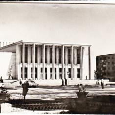 Bacau casa de cultura, circulata in 1973, timbrul dezlipit - Carte Postala Moldova dupa 1918