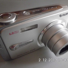 Aparat foto digital Fujifilm FinePix F650, rezolutie 6Mpx, acumulator si incarcator - Aparat Foto compact Fujifilm, Compact, 5x, 3.0 inch