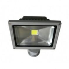 PROIECTOR PE LED 50W cu senzor de miscare si senzor de lumina !!