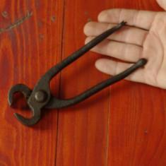 Scule / unelte ---- cleste vechi pentru cuie !!! - Metal/Fonta
