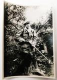 ROMANIA FOTOGRAFIE INTERBELICA VANATOR CU PUSCA ARMA FRANTA CAINE VANATOARE  **, Romania 1900 - 1950