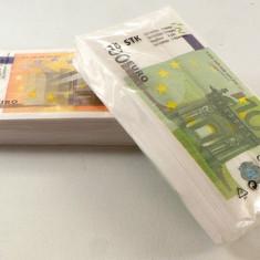 Set de servetele de masa Euro si Dolari in marime naturala. 32 de servetele